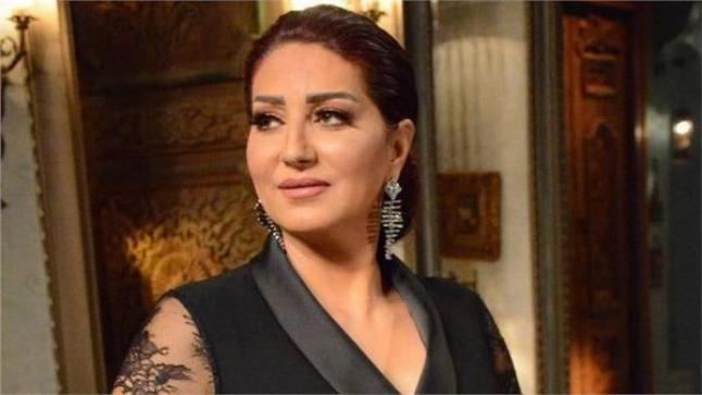 وفاء عامر تدعي للفنانة رجاء الجداوي بسبب إصابتها بفيروس كورونا